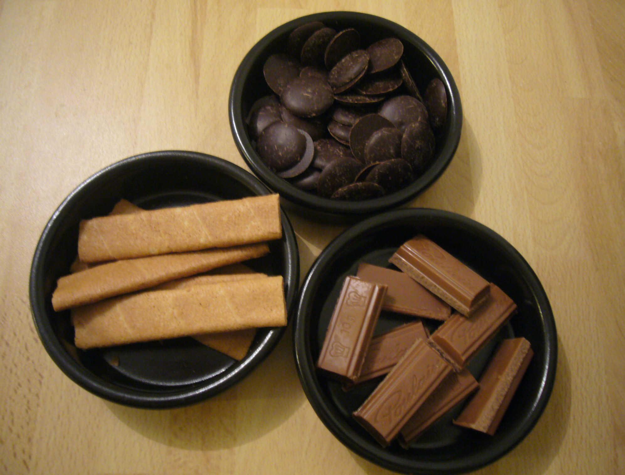 Chocolats pralinés au croustillant de crêpes dentelles